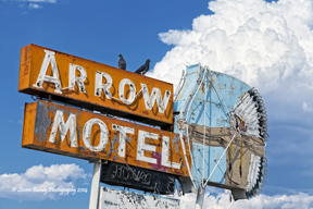 arrow motel sign