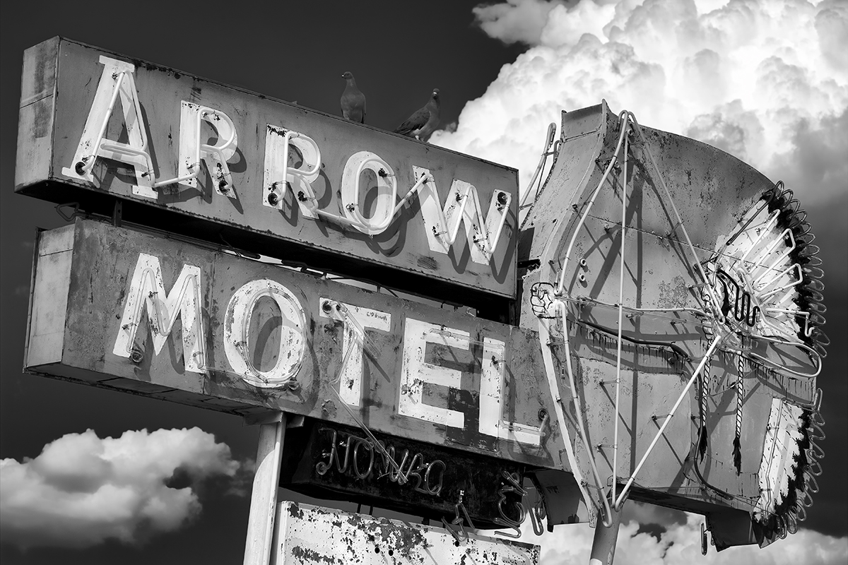 arrow motel sign 06