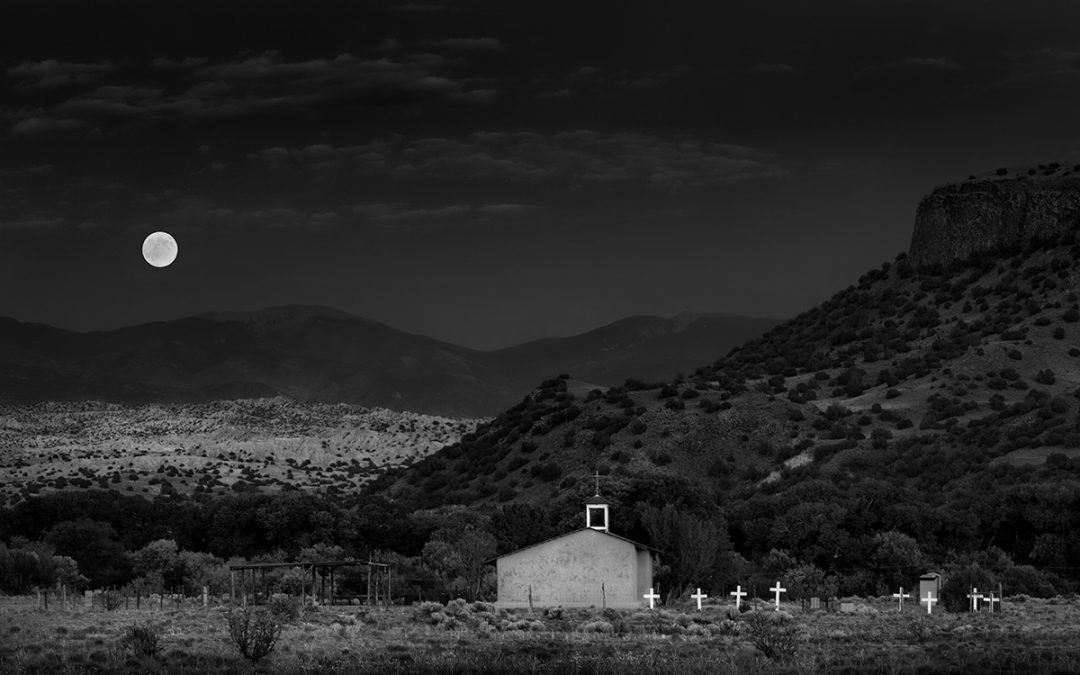Black Mesa Moonrise – San Ildefonso Pueblo, NM, 2012
